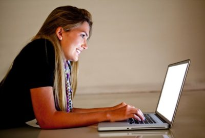 woman-smiling-with-laptop